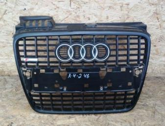 Решетка радиатора Audi A4 B7 S-line 8E0853651J 1QP