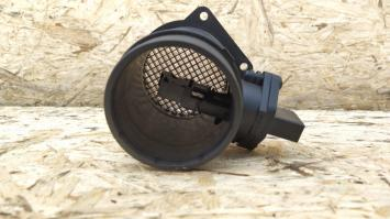 Расходомер воздуха Audi A4 B7 ALT 06B133471A