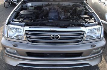 Бампер передний Toyota Land Cruiser 100 02-05г 52119-60120-E0