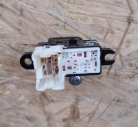 Кнопка с/подъемника Nissan Murano Z50/Infiniti S50 03-08гг. RR=RL 25411-AX600