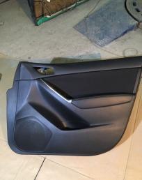 Mazda CX-5 обшивка двери передняя правая 11-17 год kD4568420C