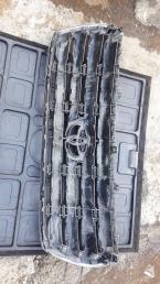 Решетка радиатора Toyota Land Cruiser 200 53101-60480