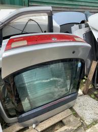 Крышка багажника  Mazda 323 BA