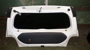 Дверь багажника Toyota  IST 1