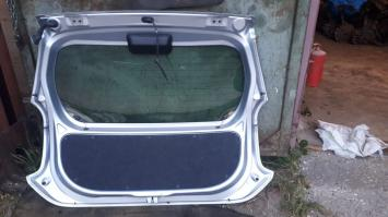 Дверь багажника Toyota Passo