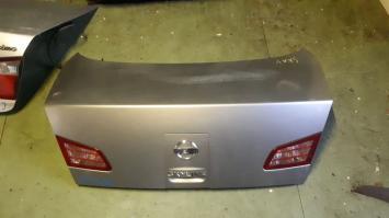 Крышка багажника Nissan Skyline 35
