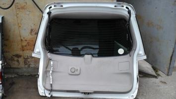 Крышка багажника Nissan Liberty