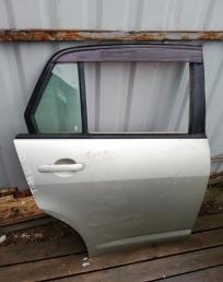 Дверь Nissan Tiida C11 седан