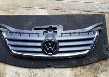 Решетка радиатора Volkswagen Touran 2003
