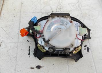 Подушка безопасности в руль Mazda 323 (BA) A10401393014
