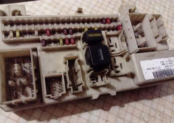 Блок предохранителей Ford Focus II 2005-2008 4M5T-14A073-CF