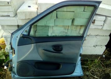 Дверь передняя правая для Peugeot 406 1999-2004