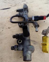 Рейка топливная (рампа) Peugeot 406 2.0 HDI 0445214010