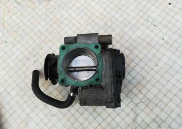 Заслонка дроссельная электрическая Passat B5 Audi 058133063H