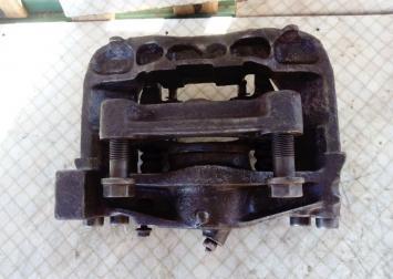 Суппорт передний правый VW Transporter T4 2.4 L Di