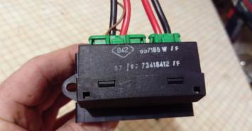 Регулятор вентилятора отопителя Peugeot 406 73418412