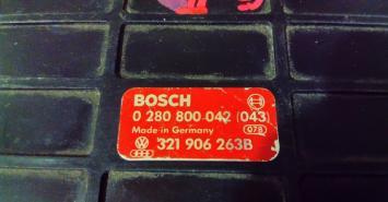Блок управления двигателем VW Golf II Audi 100 321906263B