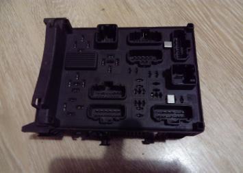 Блок предохранителей Renault Espace IV, Laguna II 8200004201E