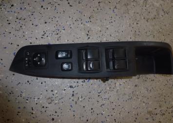 Митсубиси Аутлендер XL кнопки стеклоподъемника