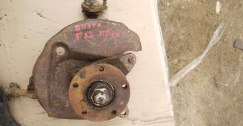 Кулак поворотный газ волга 31105
