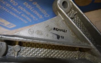 Кронштейн коробки Рено Nissan 8200043084 1253JD00A 8200043084