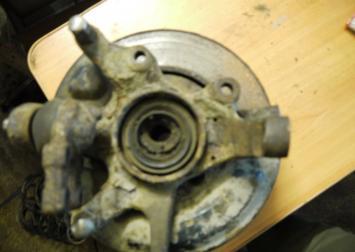 Кулак поворотный ниссан теранно 2 передний правый