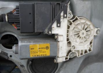 Стеклоподъемник Skoda VW Nissan 1Z1837656G