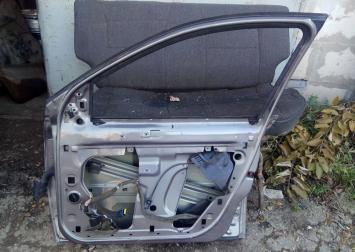 Дверь передняя правая Megane 2 2002-2009