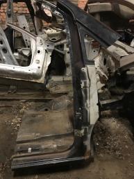 Стойка кузова передний правый Mercedes W639 Viano
