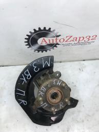 Кулак передний правый Mazda 3 BL