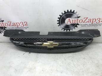 Решетка радиатора Chevrolet Aveo Т200 96492234