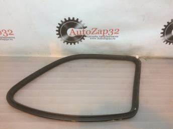Уплотнитель стекла заднего левого Mercedes X164GL  А1646701339 А1646701339