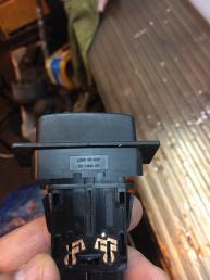 Кнопка аварийной сигнализации Mazda MPV  LC82664H0