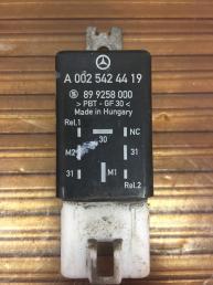 Датчик включения вентиля Mercedes W639 Vito Viano  А0025424419 А0025424419