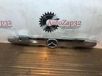 Накладка крышки багажника Mazda Tribute Е11050811 Е11050811