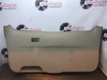 Накладка крышки багажника Mazda MPV   LC6268960