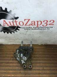 Кронштейн двигателя правый Kia Rio 3 216702B100