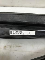 Уплотнитель стекла двери передняя Mercedes X164 GL 1647250425