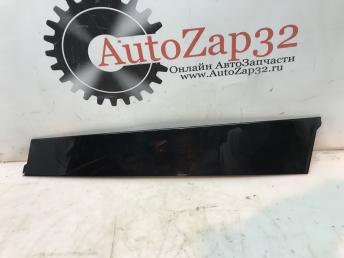 Накладка двери передней правой Mercedes X164 GL 1666900087