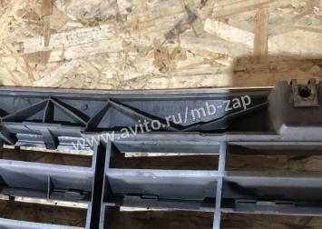 Решетка радиатора Mercedes w 211  2118800583