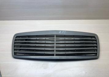 Решетка радиатора Mercedes w210 дорестайл original A2108880123