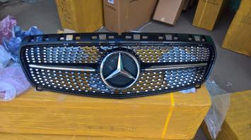 Решетка радитора  Mercedes W 176 Black (Черная)