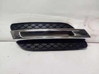 Сетка с хромом на ходовой справа Mercedes W166 ML/GLE 2012