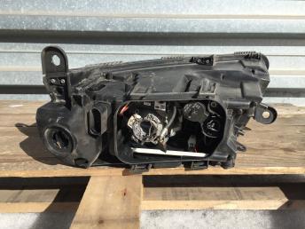 Фара правая Audi A6 C6 2005-2011