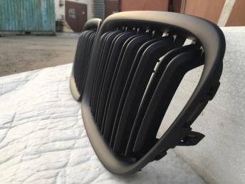 Решетка радиатора черная BMW X1 E84 2009