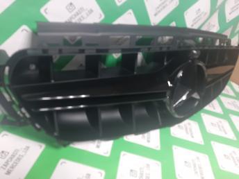 Решетка радиатора   черн Mercedes W213 E 2016