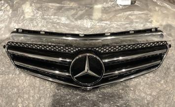 Решётка радиатора Mercedes C-class W204 6.3 AMG