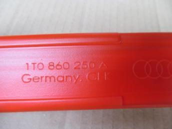 Знак аварийной остановки Audi A4 B8 2008-2015 8K0860251