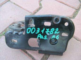 Крюк замка капота Фольксваген Passat B6 2006-2011