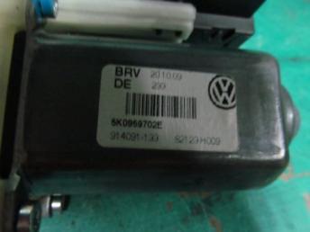 Мотор стеклоочистителя Фольксваген Гольф 6 БУ 5K0959702E